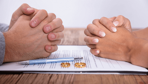 Husband and wife divorcing